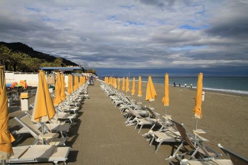 Infrastructured beach