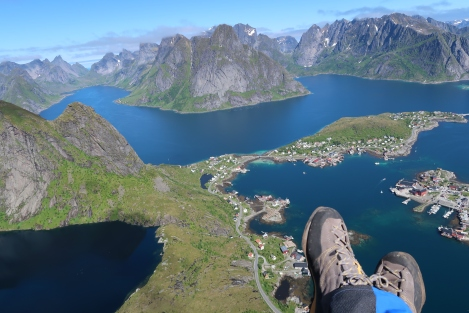 Hang loose above Reine